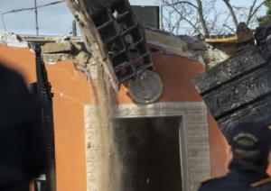 Cadono le ville abusive dei Casamonica