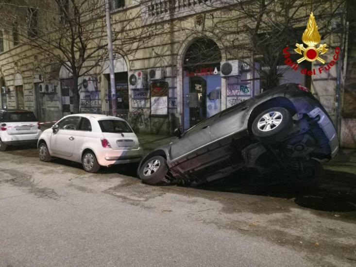 Roma sprofonda. I dati dell'Ispra: 136 voragini in dieci mesi