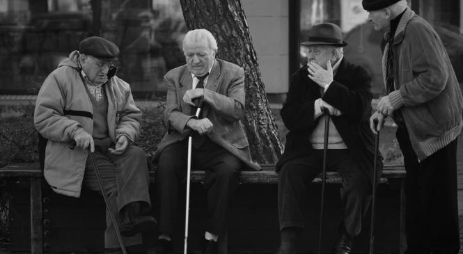 Sempre di meno e più vecchi. Nel 2050 saremo 58milioni. Parola di Istat