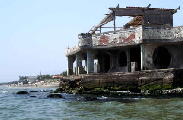 Le coste italiane nella morsa del cemento illegale